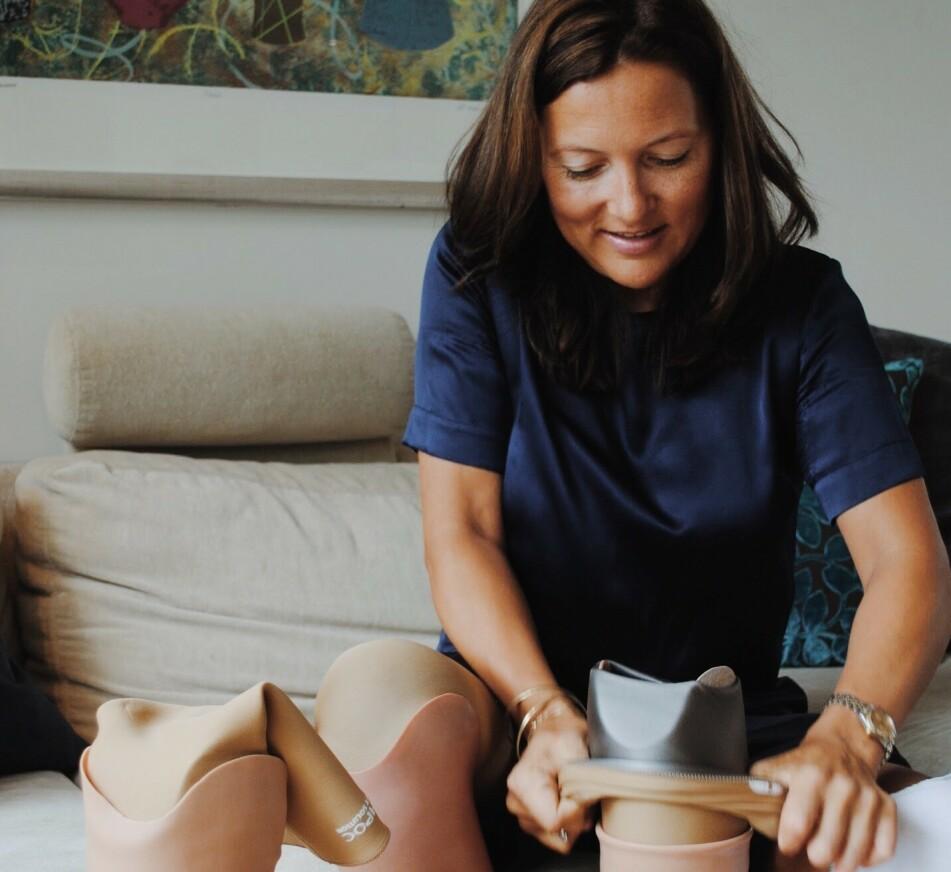 HELOMVENDING: Helene måtte amputere begge bena og ble nødt til å lære seg å gå på nytt med proteser. FOTO: Aleksandra Brillanti