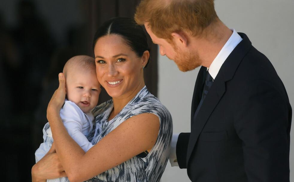 STOLTE FORELDRE: Hertuginne Meghan og prins Harry viste frem lille baby Archie under besøket i Sør-Afrika - og det er ingen tvil om at de stråler av lykke. FOTO: NTB Scanpix