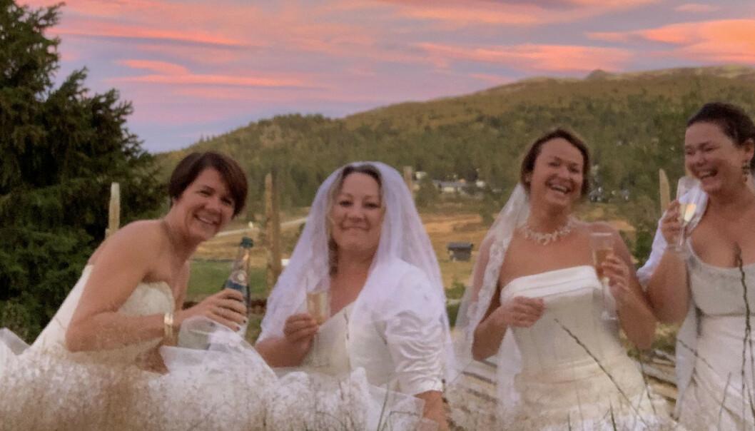 Møtes til årlig brudefest - brudgom ingen adgang