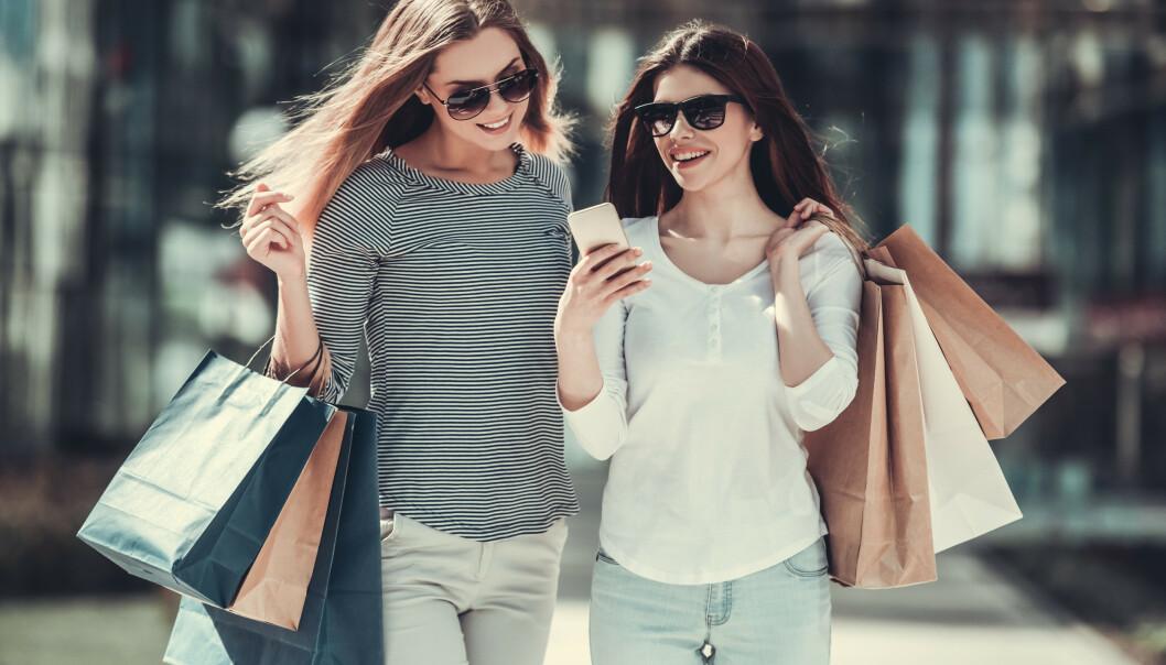 KLÆR: Du kan redusere shoppingen for å bevare miljøet - eller kjøpe klær i god kvalitet. FOTO: NTB scanpix