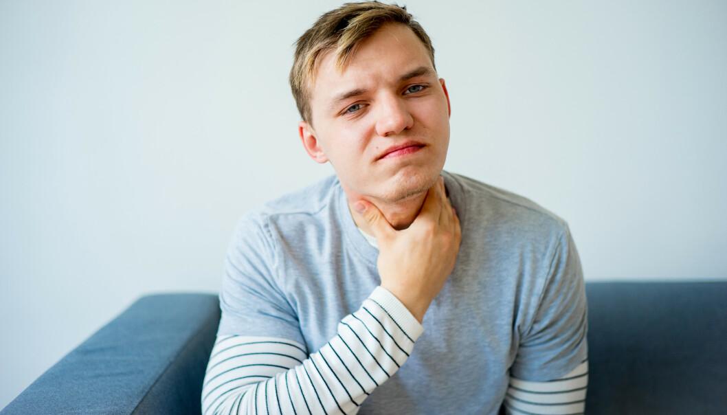 Hvordan blir man kvitt sår hals? Foto: Elena Nichizhenova/Shutterstock/NTB scanpix.