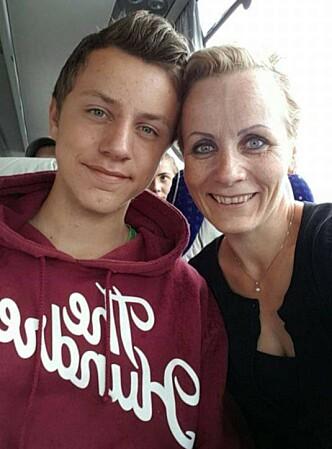 VOKSEN SØNN: Karen Beate tror hun nok var en litt mer stresset småbarnsmor da hun fikk sønnen Sander (18). FOTO: Privat