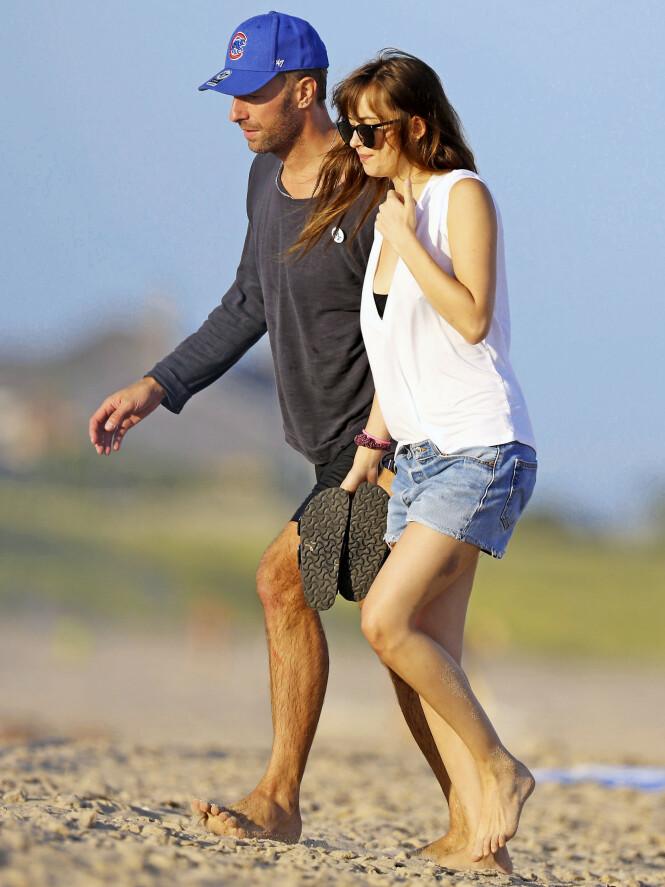 <strong>PAR I HJERTER:</strong> Etter et brudd tidligere i år, er Coldplay-vokalisten Chris Martin og «50 Shades of Grey»-stjernen Dakota Johnson blitt kjærester igjen. Foto: The Image Direct