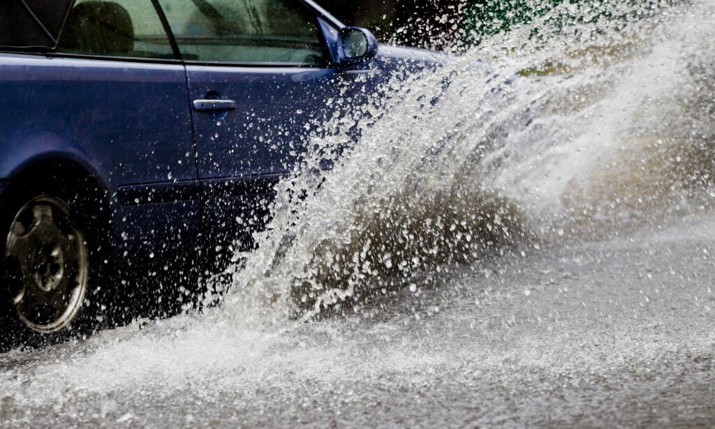 MYE REGN: Dette kan føre til stengte veier, varsler Meteorologisk institutt på Twitter. Foto: NTB Scanpix