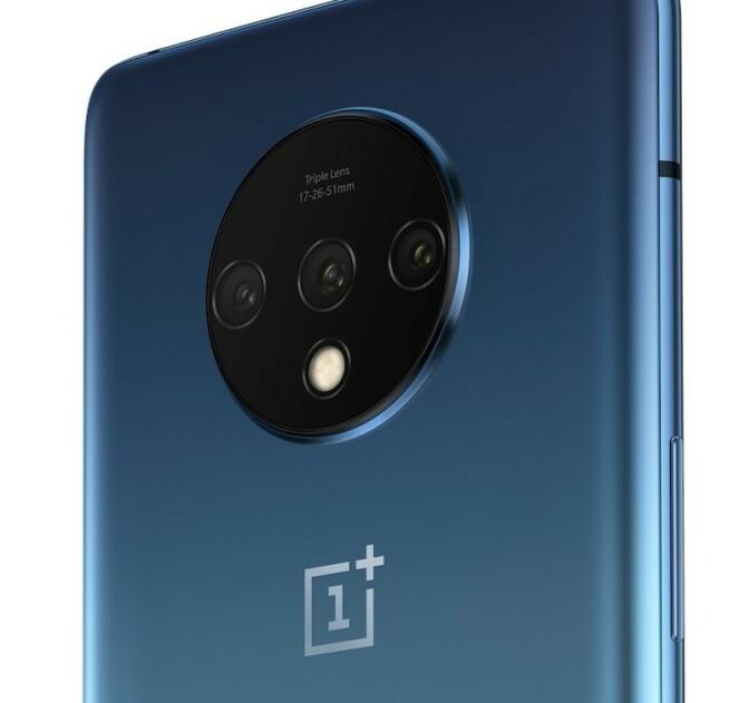 <strong>TRE KAMERAER:</strong> På baksiden av OnePlus 7T finner vi et trippelkamera-system. Foto: OnePlus