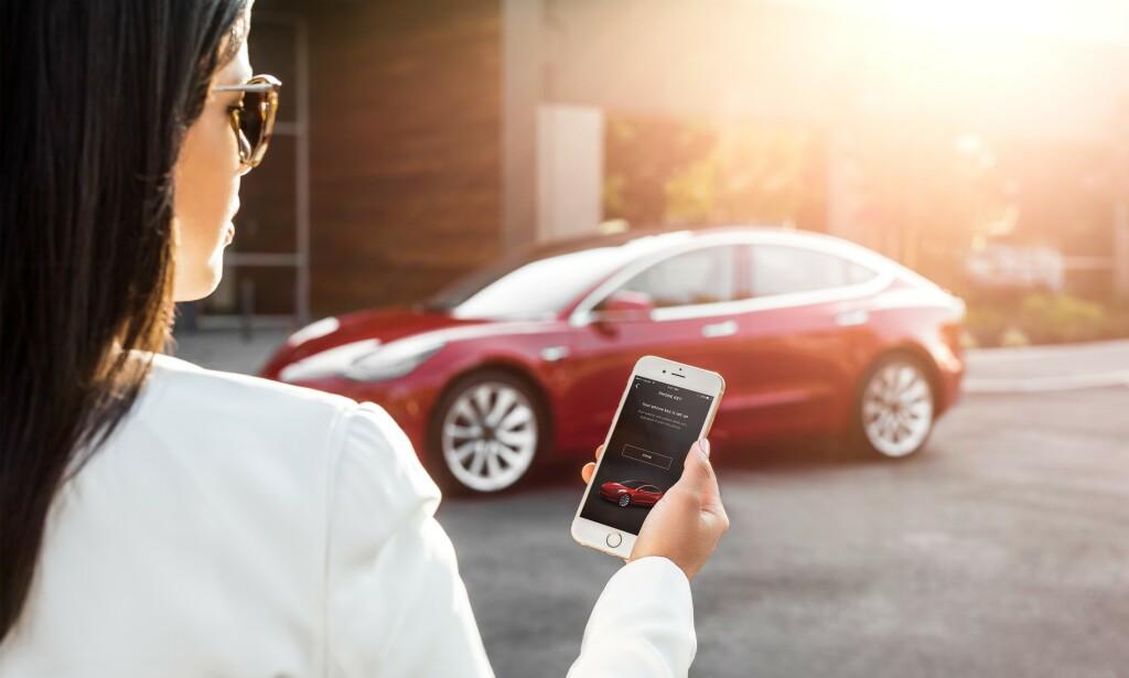 Utnytter bilens funksjonalitet: Det er et mønster i at moderne bilers funksjonaliteter blir brukt for å stjele dem. Foto: Tesla