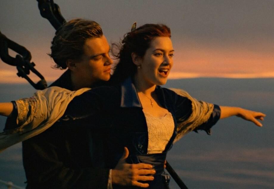 IKONISK: Hvem kan vel glemme dette øyeblikket fra braksuksessen «Titanic»? Scenen ville sett annerledes ut hvis rollene som Jack og Rose ble besatt av noen andre – og dét var nesten realiteten. FOTO: 20th Century Fox