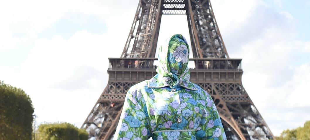 Stjernen sjokkerer under moteuken i Paris