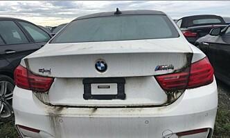 <strong>BMW M4:</strong> Denne dyre sportsbilen er blant de 3000 bilene som nå forfaller på parkeringsplassen. Foto: Litte Rascall's Racing / Instagram