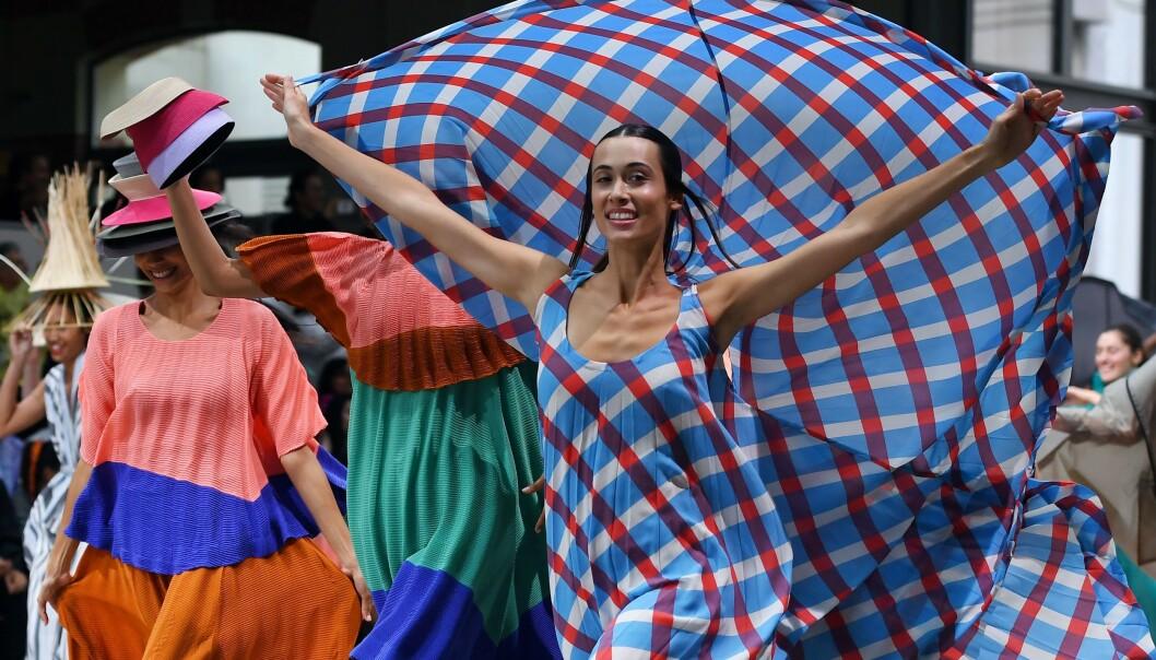 <strong>ISSEY MIYAKE:</strong> Designeren sparte ikke på kruttet under Paris Fashion Week. Foto: NTB Scanpix