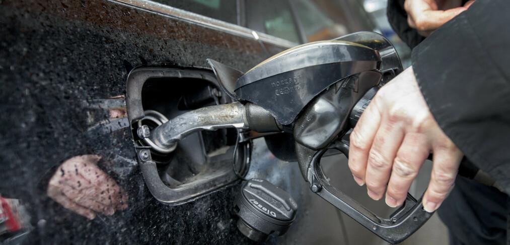 Etterforsker mulig ulovlig prissamarbeid på drivstoff