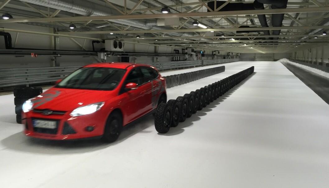 <strong>VÅR STØYTEST:</strong> Alle vinterdekkene i vår store test er målt for støy inne i bilen. Seks piggfrie dekk får toppkarakteren <i>10</i>. Foto: Rune Korsvoll