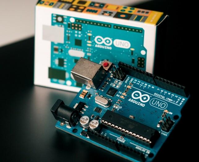 Arduino UNO. 📸: Harrison Broadbent / Unsplash