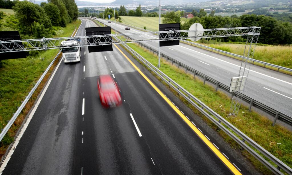 TEKNOLOGISK TRYGGHET: Bilteknologien utvikler seg stadig. Nå skal Statens vegvesen vurdere om kostnadene på veisikkerhet kan kuttes i takt med at bilsikkerheten stadig blir bedre. Illustrasjonsfoto: Lise Åserud/NTB scanpix.