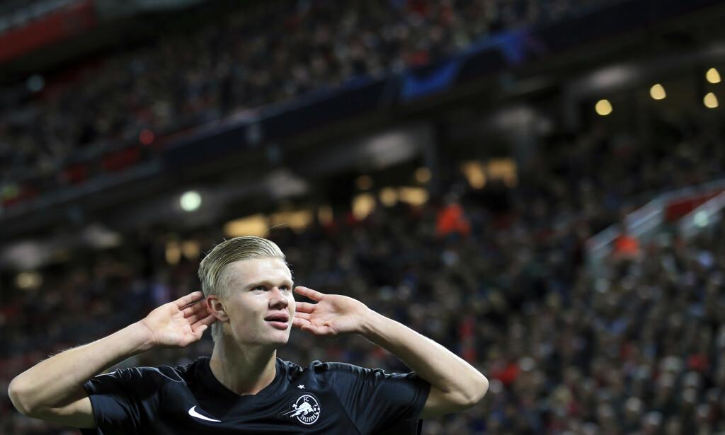 Erling Braut Haaland har akkurat satt inn 3-3, og feirer med en velkjent Zlatan Ibrahimovic-feiring. Foto: Jon Super/AP Photo/NTB scanpix.