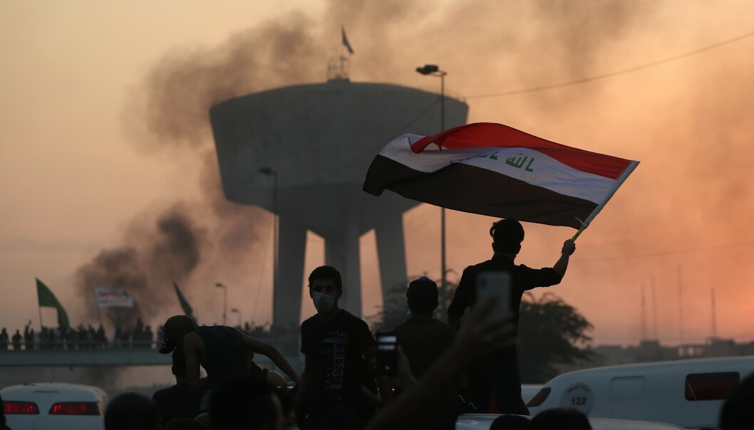Det er innført portforbud i Bagdad etter demonstrasjoner de siste dagene i Irak. Folk protesterer mot myndighetene, mot korrupsjon og høy arbeidsledighet. Foto: Hadi Mizban / AP / NTB scanpix