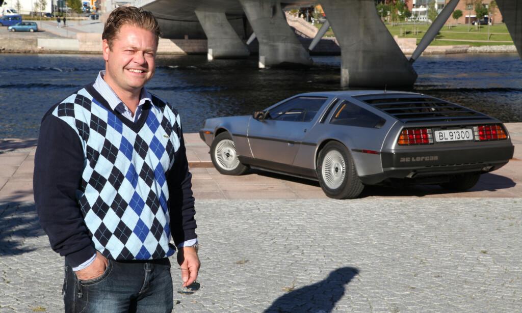 TIDSLØS: Henrik Scott Forsberg har sikret seg en meget pen eksemplar av en av verdens mest ikonisk biler innen pop-kultur. Foto: Knut Arne Marcussen
