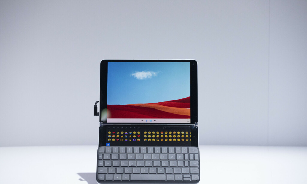 WONDERBAR; Surface Neo med tastaturet. Foto: AP Photo/Mark Lennihan/NTB Scanpix
