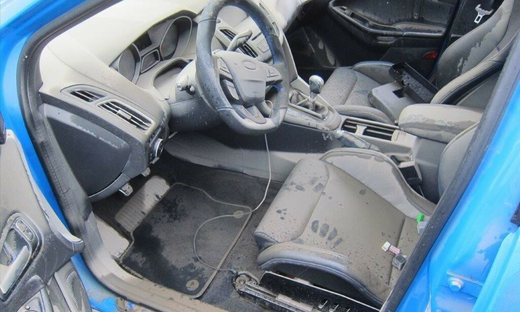 KOSTET 700.000: En Ford Focus RS til 700.000 kroner ble taksert som totalvrak to måneder etter at eieren hadde kjøpt den. Garasjen ble fylt av vann. Foto: If