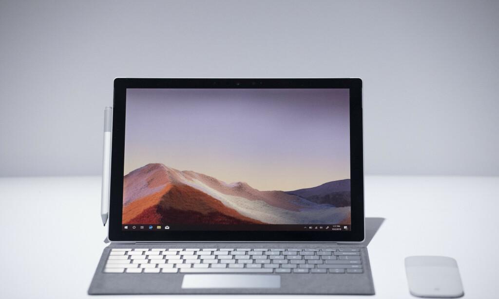 SURFACE PRO 7: Hybriden som startet hele Surface-porteføljen til Microsoft har havnet utenfor rampelyset. Foto: AP Photo/Mark Lennihan