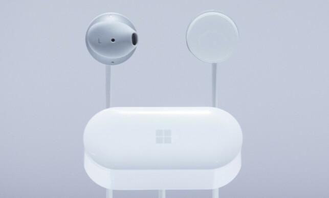 ØREPROPPER: Surface Earbuds ser ikke ut til å komme til Norge med det første. AP Photo/Mark Lennihan/NTB Scanpix