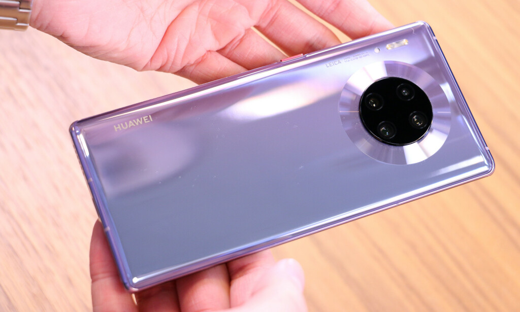 ELEGANT: Kameraene på Mate 30 Pro gjemmer seg ikke akkurat vekk, men designet er likevel elegant. Kirsti Østvang