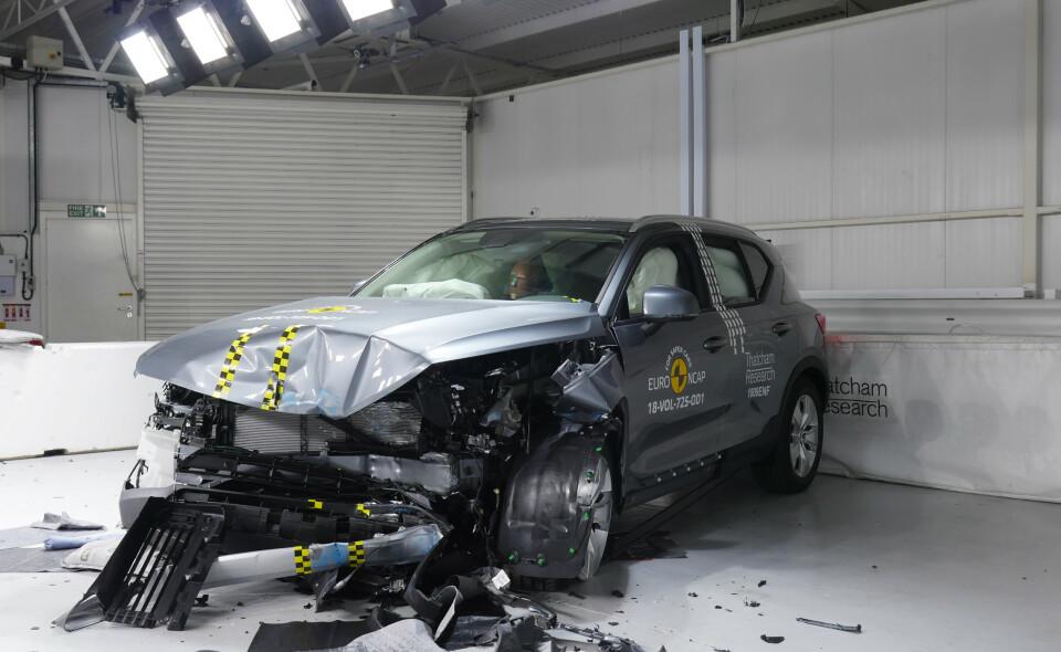 SIKREST: Forbrenningsversjonen av Volvo XC40 fikk toppscore da den ble kollisjonstestet i 2018. Nå lover Volvo at den elektriske versjonen skal bli enda sikrere. Foto: Euro NCAP