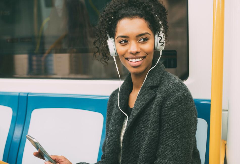 IRRITERENDE: Det kan være skikkelig irriterende å ikke få vekk sanger som går på repeat i hjernen vår. FOTO: Shutterstock