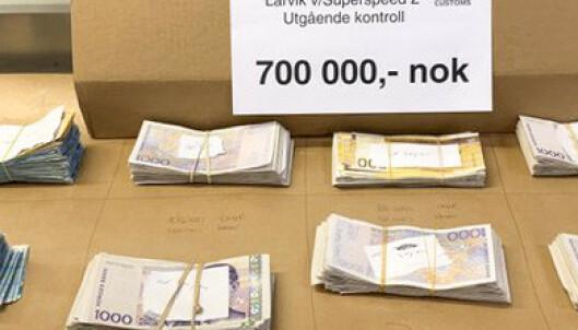 Tollerne fant 700.000 kroner i bærepose