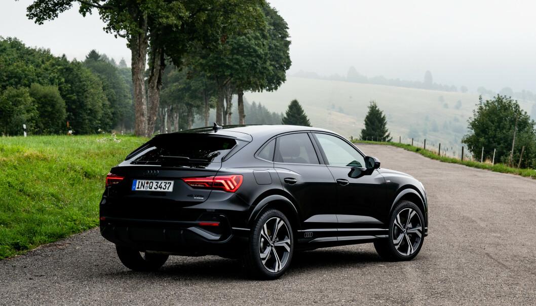 <strong>NYKOMMER:</strong> Siste skudd på modellrekken til Audi er Q3 Sportback (bildet). Den er, i likhet med flere andre modeller, nå priset av importøren. Denne koster fra 520.000 kroner. Foto: Audi AG