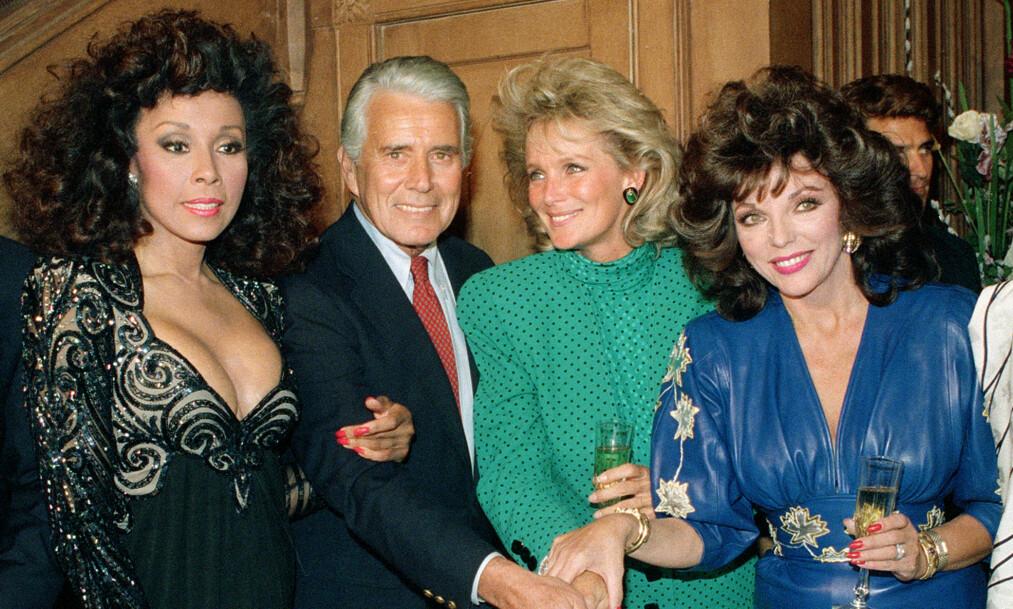<strong>STJERNELAG:</strong> Diahann Carroll (t.v) er død. Her er hun fotografert i 1986 sammen med andre tv-stjerner som John Forsythe, Linda Evans og Joan Collins. Alle hadde en rolle i den uhyre populære såpeserien «Dynastiet». Foto: NTB scanpix