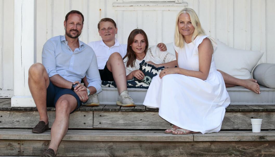 FOLKETS PRINSESSE: Mette-Marit er i dag en favoritt hos det norske folk. Her er hun avbildet sammen med kronprins Haakon og barna deres, prinsesse Ingrid Alexandra og prins Sverre Magnus. Foto: NTB Scanpix