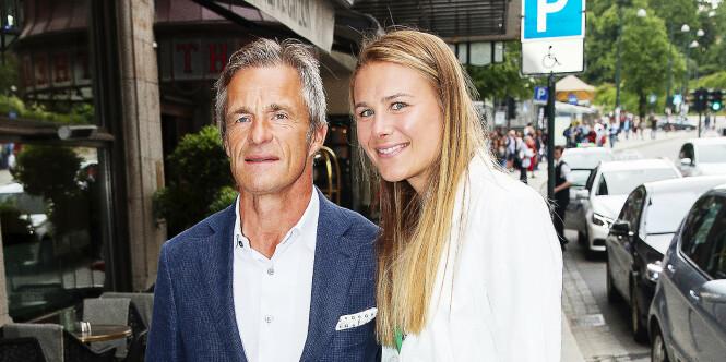 Milliardæren (61) venter barn med Karoline (30)