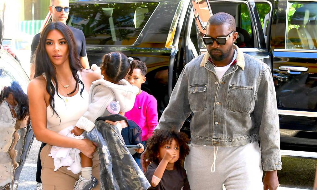 EKTEPAR: Kim Kardashian West og Kanye West er et av verdens mest berømte ektepar. I en ny dokumentarserie forteller Kanye hva han falt for ved kona, mens Kim minnes hvordan folk reagerte da de først innledet forholdet. Foto: NTB Scanpix