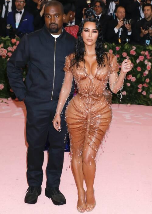STJERNEPAR: Kim og Kanye er i dag et av verdens mest berømte ektepar. Her er duoen under årets Met-galla. Foto: NTB Scanpix