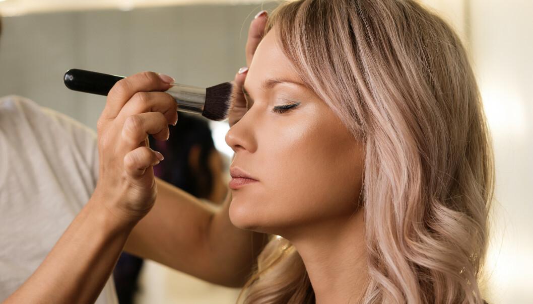 FOUNDATION: Nei, ifølge makeup-artist Linda Wickmann er det ikke ett fett hvilke foundation du bruker! Foto: NTB Scanpix