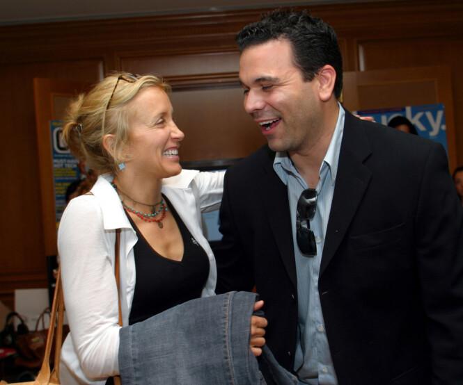 <strong>KOLLEAGER:</strong> Felicity Huffman og Ricardo Chavira spilte sammen i alle de åtte sesongene av «Frustrerte fruer». Her er de avbildet sammen i 2005. Foto: NTB Scanpix