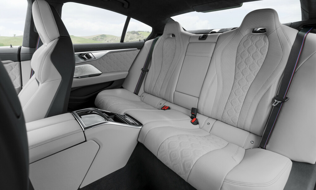 THREE SEATS, BUT ...: The rear seats are suitable seats only outside the three rear seats. Photo: BMW