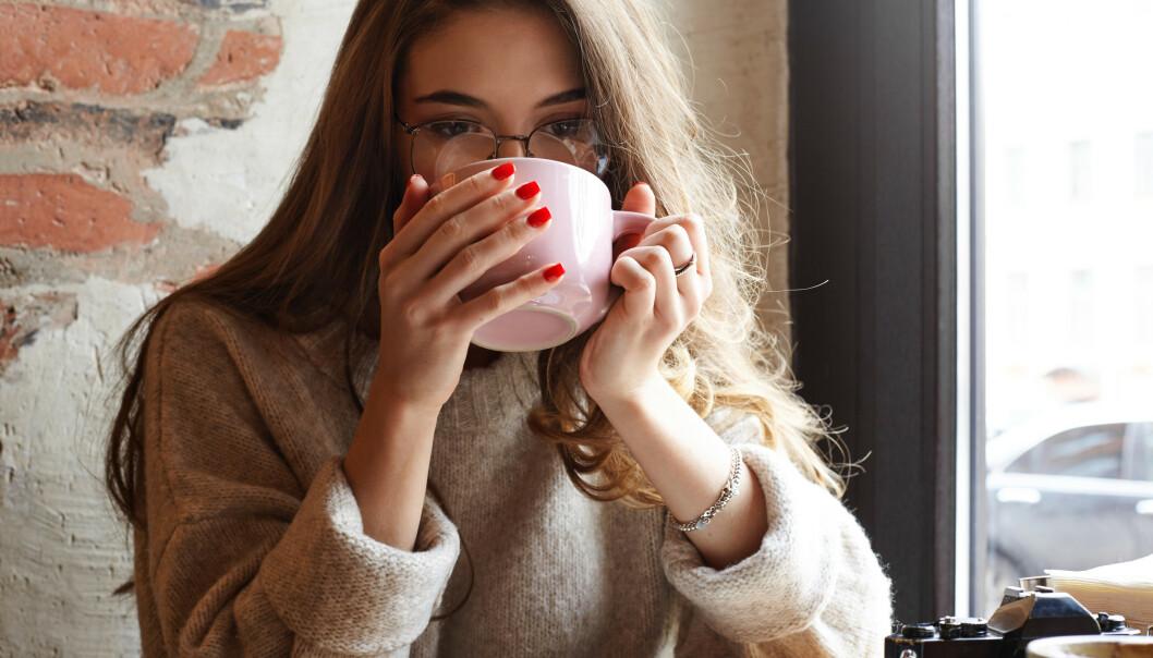 GODT: - Drikk gjerne te (hvis du liker det), men jeg ville ikke satset på at det skulle redde hukommelsen min, sier eksperten. FOTO: NTB Scanpix