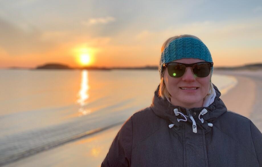 <strong>USYNLIG SYK:</strong> Therese har de siste tre årene levd med kronisk hodepine, noe som blant annet gjør at hun alltid må bruke solbriller eller filterbriller på grunn av lysskyhet. FOTO: Privat