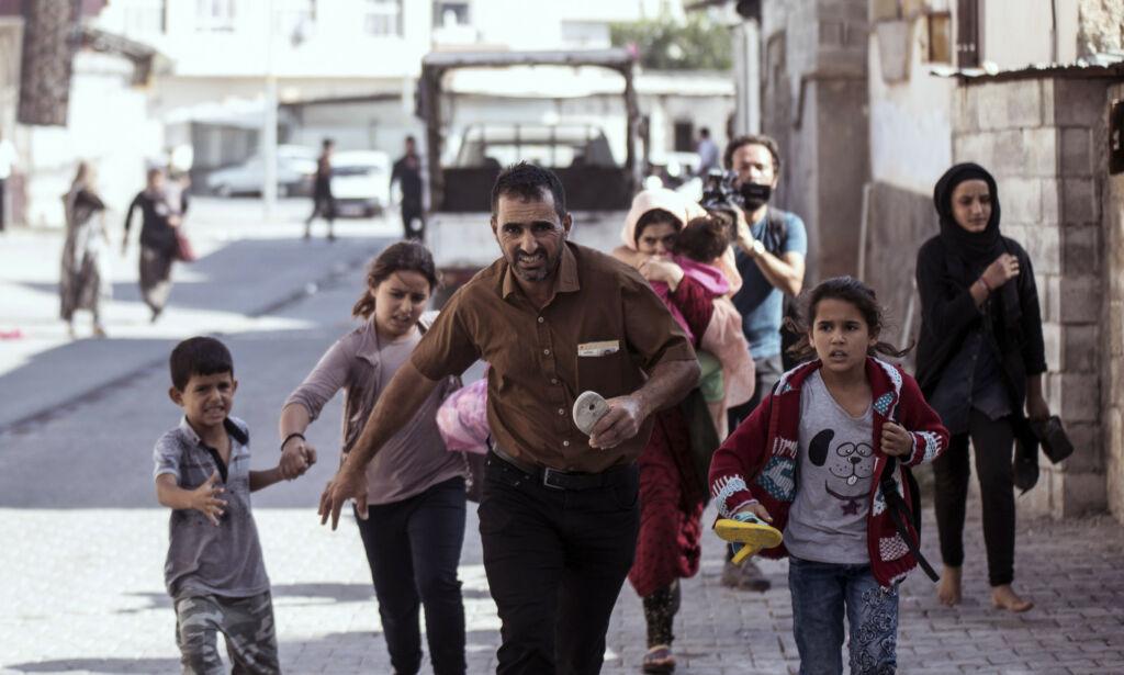 image: Titusener på flukt fra tyrkisk offensiv i Nord-Syria