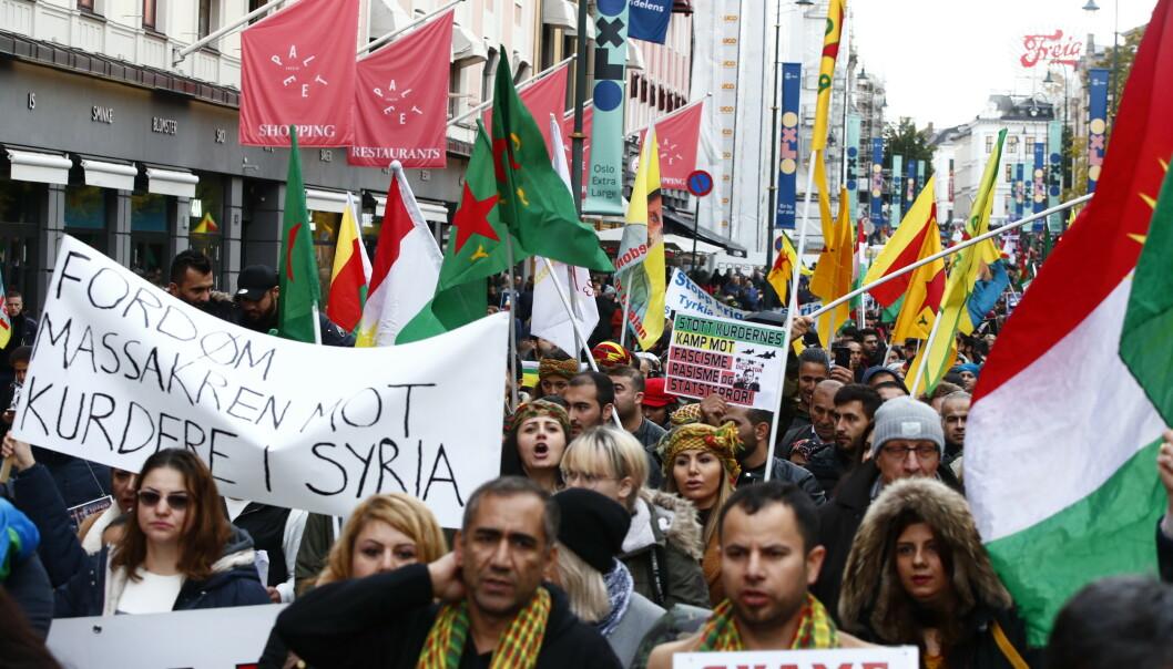 Et tog med demonstranter gikk fra Oslo S til Utenriksdepartementet for å demonstrere mot Tyrkias militæroperasjon i Syria. Foto: Terje Pedersen / NTB scanpix