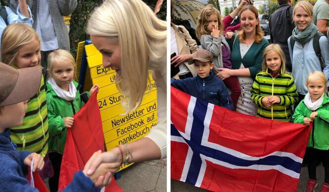 <strong>KONGELIG MØTE:</strong> Det var stor stas for Jonah, Thea, Mette og Marit å få ta kronprinsesse Mette-Marit i hånda. De stilte som velkomstkomité med det norske flagget i Berlin. Til høyre er Judith og i midten er Carolin. FOTO: Malini Gaare Bjørnstad