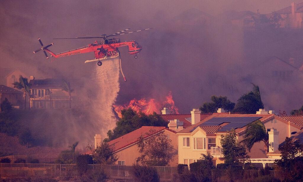 image: Skogbrann sprer seg i utkanten av Los Angeles