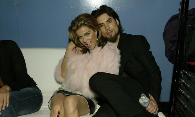 GODE VENNER: Carmen Electra er fortsatt god venn med eksmannen Dave Navarro. Her er de sammen i 2004. Foto: NTB Scanpix