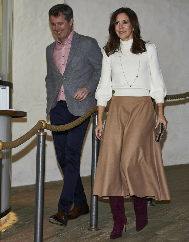 PÅ GALLERIÅPNING: Det danske kongeparet fotografert på vei inn til en utstilling i København i mars 2019. FOTO: NTB Scanpix