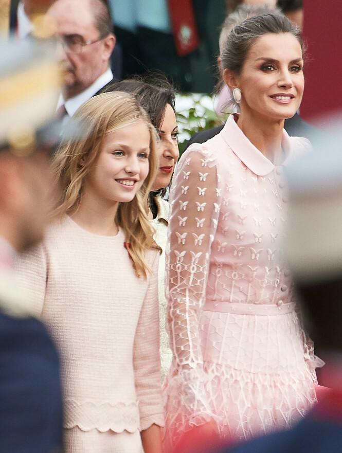 MATCHET: Kronprinsessen matchet dronningen under lørdagens militærparade i Spania. Foto: NTB Scanpix