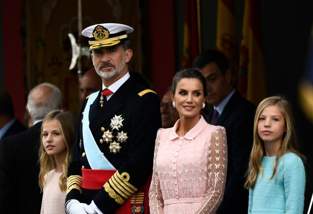 LIK PAPPA: Prinsesse Sofia matchet pappas uniform med sin blå kjole. Foto: NTB Scanpix
