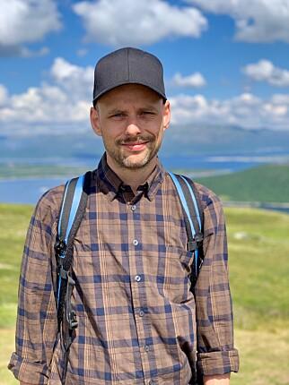 Christian Johansen jobber som utvikler hos Kodemaker, og har mye erfaring med skyhøye AWS-regniger. 📸: Privat
