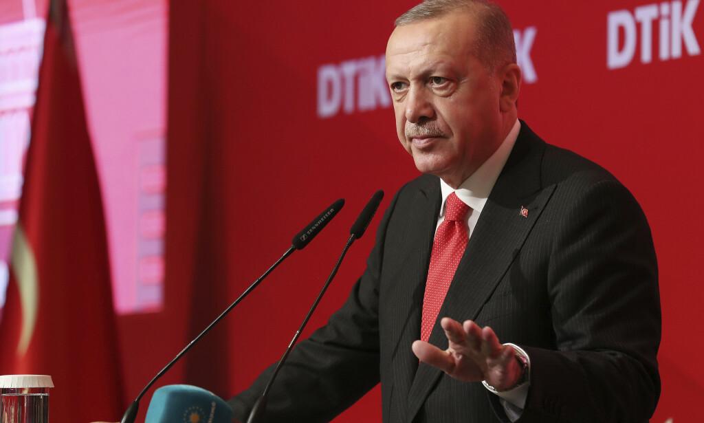Tyrkias president Recep Tayyip Erdogan sier han har sagt til USAs president Donald Trump at han «ikke vil forhandle med en terrororganisasjon». Foto: AP / NTB scanpix